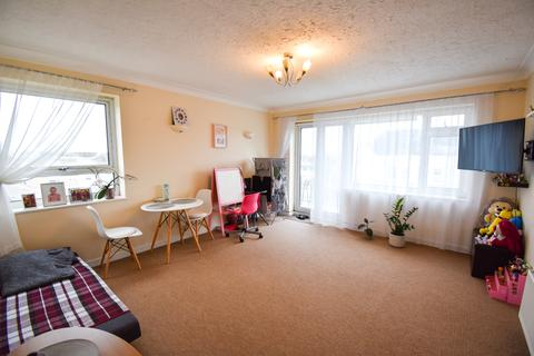 2 bedroom flat to rent - Clifton Court, Snakes Lane West IG8