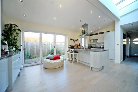 3 bedroom detached bungalow for sale - Dorchester Road, Worcester Park, KT4