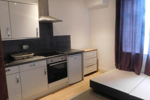 Studio to rent - Manchester Road, Clifton, M27