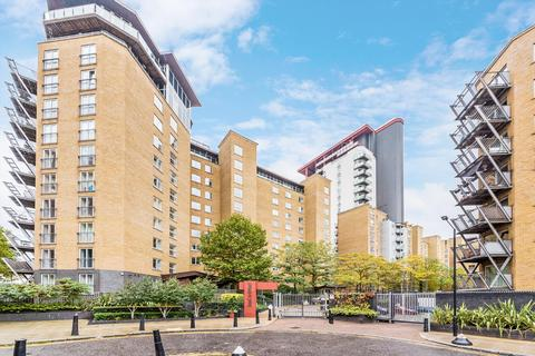 2 bedroom flat to rent - Seacon Tower, Hutchings Street,  London, E14