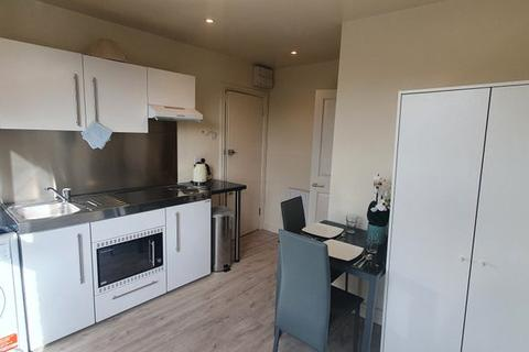 Studio to rent - TUNIS ROAD, SHEPHERDS BSUH, LONDON W12