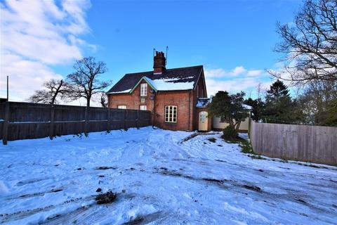 3 bedroom semi-detached house to rent - Ladywood Cottages, Nacton