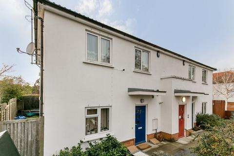 2 bedroom flat for sale - Taylors Green, London