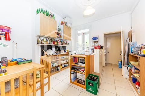 Ground floor flat to rent - Belmont Avenue, Turnpike Lane , London