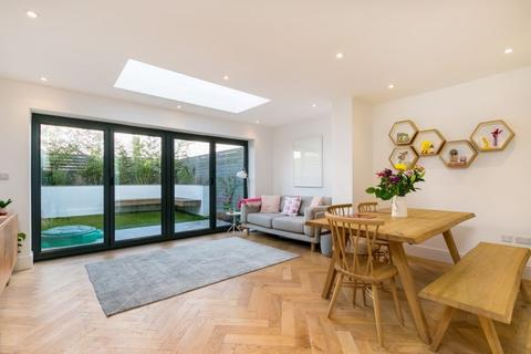 3 bedroom terraced house for sale - Queen Victoria Road, Westbury Park