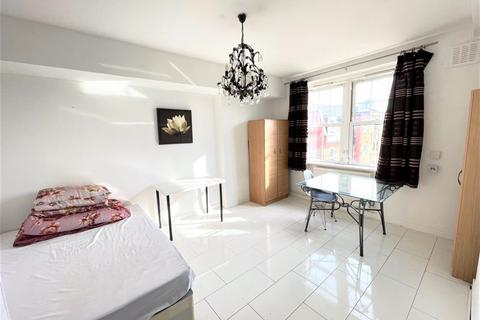 3 bedroom apartment to rent - Old Ford Road, E2
