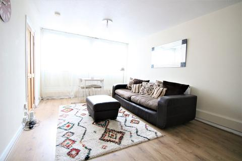 1 bedroom flat to rent - Winstanley Estate, London, SW11