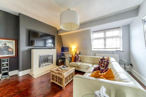 2 bedroom flat for sale - Gaskell Street, London, SW4