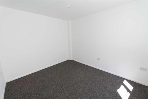 Studio to rent - Well Hall Parade, Eltham