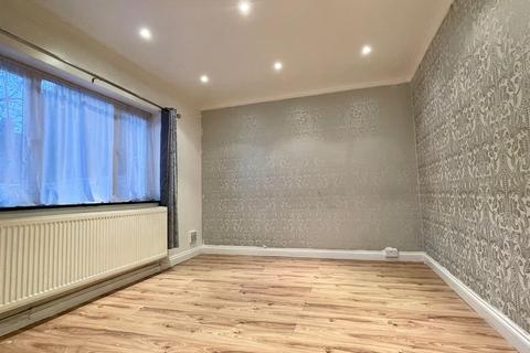 2 bedroom terraced house to rent - Charlton Road, London