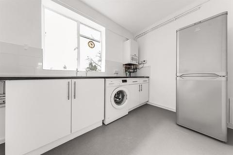2 bedroom flat to rent - Poynders Road, London