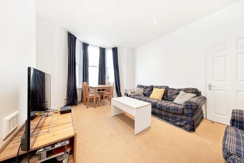 3 bedroom flat to rent - St Lukes Avenue, SW4