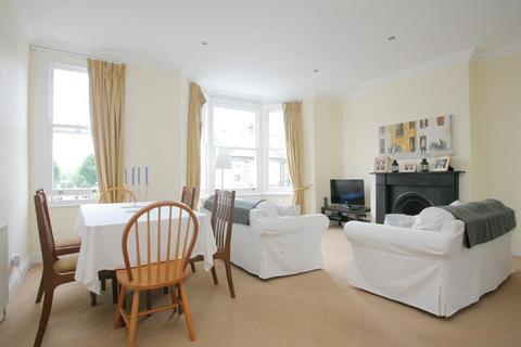 3 bedroom flat to rent - Leathwaite Road, London, SW11