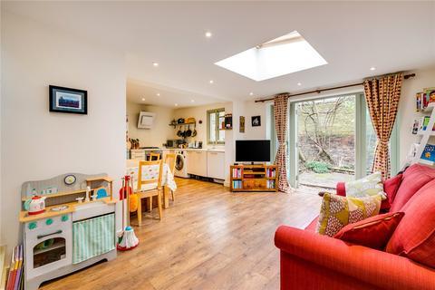 2 bedroom flat for sale - Orbel Street, London, SW11