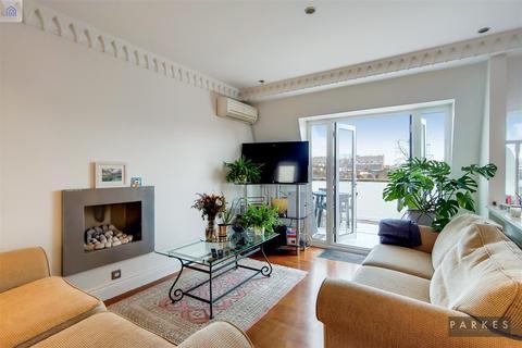 2 bedroom property to rent - Earls Court Road, W8