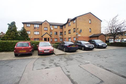 1 bedroom flat to rent - Streamside Close, London