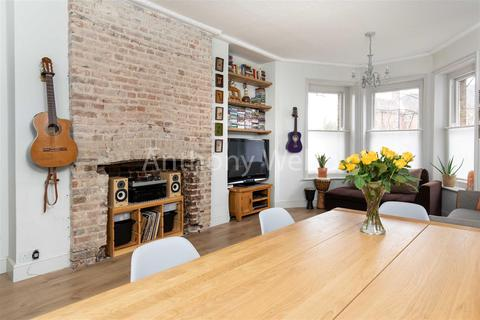 2 bedroom flat for sale - The Green, Southgate, N14