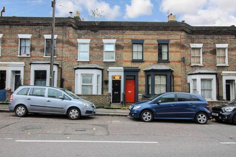 4 bedroom terraced house to rent - Kenton Road, London, E9
