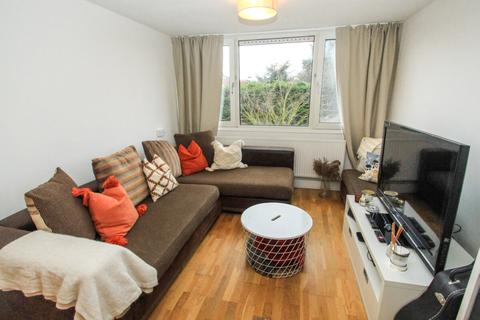 2 bedroom flat to rent - Ray Lodge Road, Woodford, IG8 7PB
