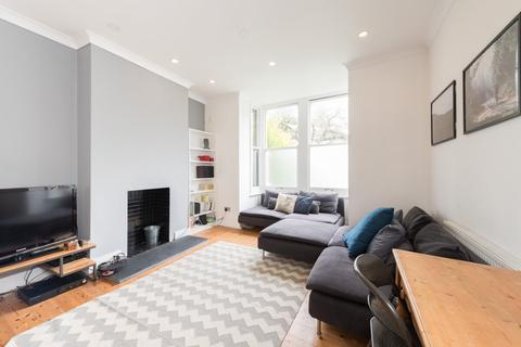 3 bedroom flat for sale - Hainault Road, Leytonstone, London, E11