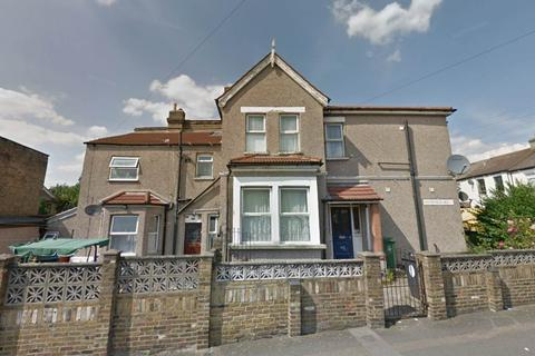 Studio to rent - Erskine Road, Walthamstow, London