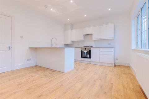 3 bedroom flat for sale - Whitworth Road, London