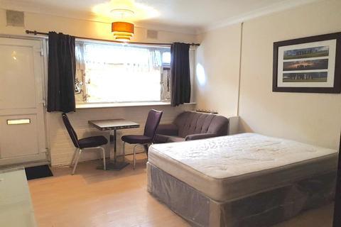 Studio to rent - Whitton Road, Hounslow