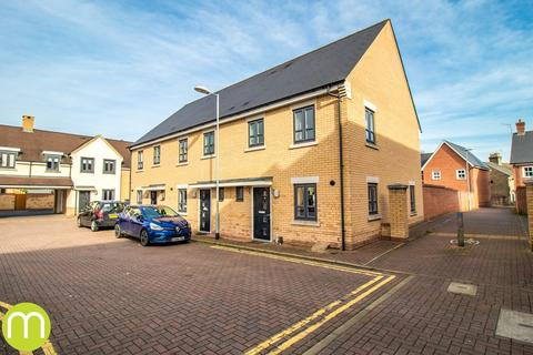 3 bedroom end of terrace house for sale - Hyderabad Close, Colchester, CO2