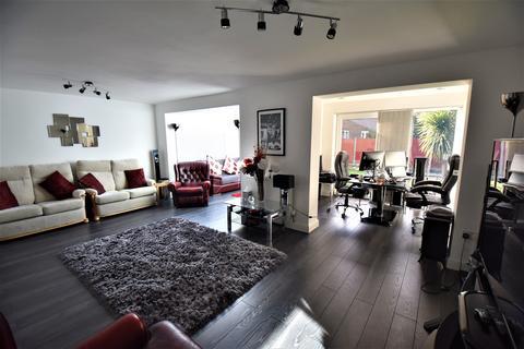 3 bedroom semi-detached house for sale - Elmwood, Sale, M33