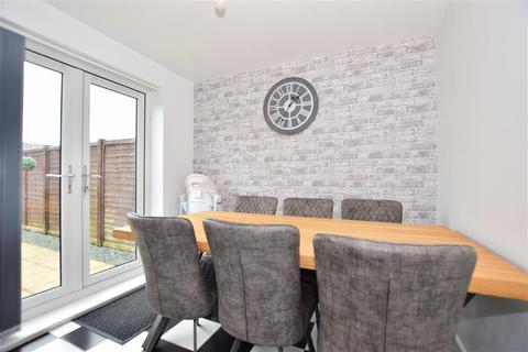 3 bedroom terraced house for sale - Bergamot Avenue, Minster On Sea, Sheerness, Kent