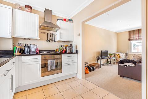 2 bedroom flat for sale - Chivalry Road, Battersea