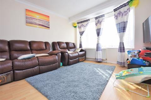 3 bedroom terraced house to rent - Millbrook Gardens, Chadwell Heath, RM6