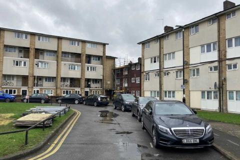 2 bedroom flat to rent - Villiers Close, Leyton, E10