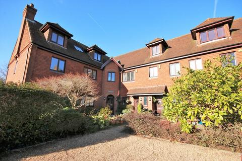2 bedroom ground floor flat for sale - Meade Court, Walton On The Hill, Tadworth, Surrey. KT20 7RN