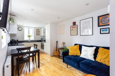 2 bedroom flat for sale - Queenstown Road, Battersea, SW8