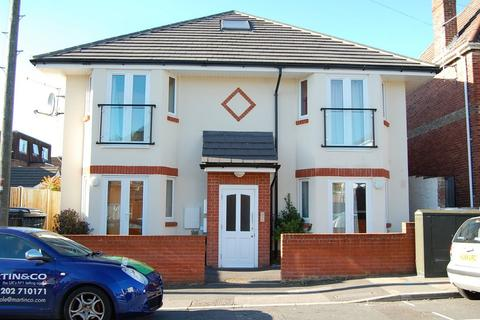 Studio to rent - Lower Parkstone, Poole