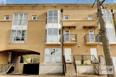 4 bedroom terraced house to rent - Queen of Denmark Court, Surrey Quays, SE16