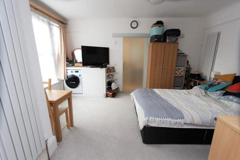 Studio to rent - Endymion Road, London