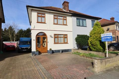 3 bedroom semi-detached house for sale - Carter Drive, Romford, Rm5