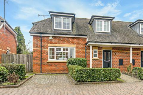 3 bedroom semi-detached house for sale - Century Gardens, Sanderstead, South Croydon, Surrey, CR2 9FE
