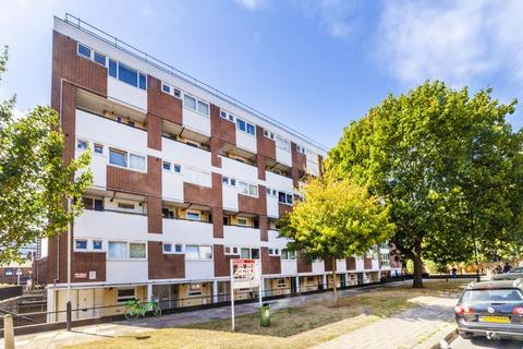 4 bedroom flat to rent - Horton House, Field Road, London