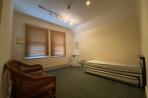 1 bedroom in a house share to rent - 950A Brighton Road Room 3