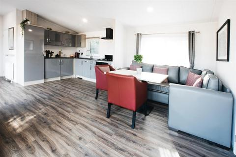 3 bedroom detached house for sale - Bay Road, Carnaby, Bridlington