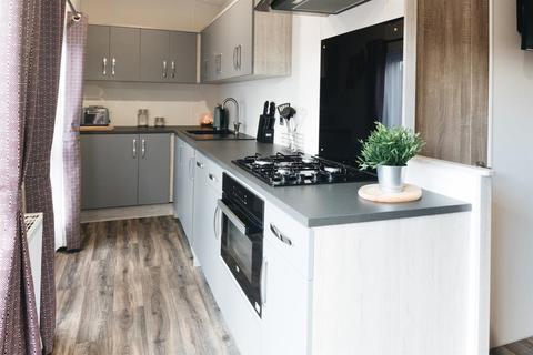 2 bedroom detached house for sale - Bay Road, Carnaby, Bridlington