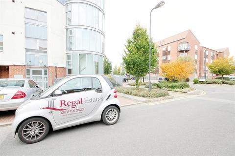 2 bedroom flat to rent - Cerise Court, Drinkwater Road, Harrow, Middlesex