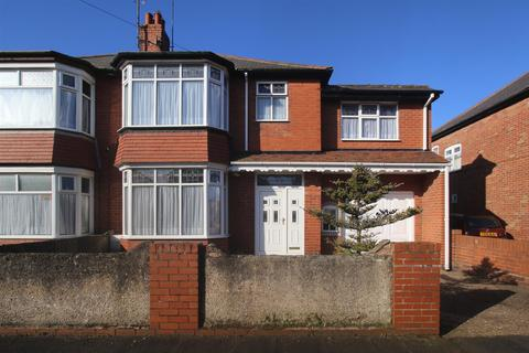 4 bedroom semi-detached house for sale - St. Andrew Road, Bridlington