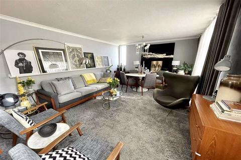 2 bedroom semi-detached bungalow for sale - Chelsworth Drive, Plumstead, London, SE18
