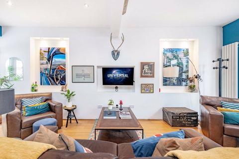 3 bedroom terraced house for sale - Wickersley Road, London, LONDON, SW11