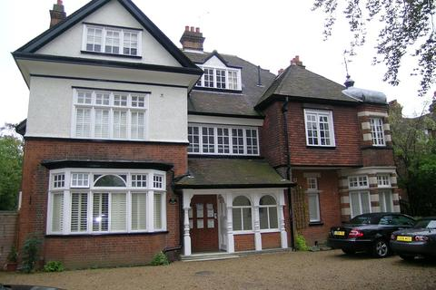 2 bedroom flat to rent - The Glades, Surbiton