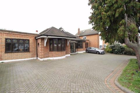 7 bedroom detached bungalow for sale - Meadway, Ilford, Essex, IG3